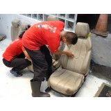 Limpeza de bancos de carro na Vila da Paz